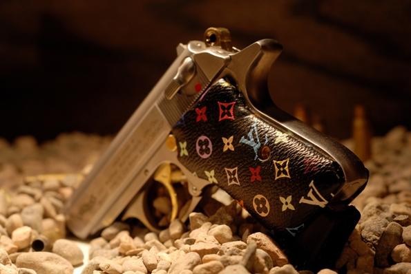 luxury,luxe,fashion,mode,machine gun vegas,armor,armes,weapon,weapons,prada,louis vuitton,chanel,pucci,art,culture,violence,napoléon,artisant,artisanat,fusils,pistoles,or,orfèvre,armurier,joaillerie,jewellery,jewelry,usa,état-unis,nevada,amérique,américain,karl lagerfeld,gucci,berreta,kalachnikov,luger,glock,357 magnum,pucci,missoni,yves saint laurent,bang bang,revolver