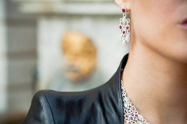 avakian,joaillerie,jewellery,jewelry,jeweler,suisse,stars,festival de cannes,festival du film,cannes,haute joaillerie,fine jewellery,edmond avakian,corinne avakian,haig avakian,genève,geneva,switzerland,parrure,diamant,or,diamond,gold,précieux,pierre précieuses,gemmes,émeraude,emerald,saphir,rubis,white gold,platinum,platine,rosario dawson,ornella muti,delphine chaneac,ana beatriz barros,gemstones,monaco,exhibition,exposition,hôtel métropole,monte carlo