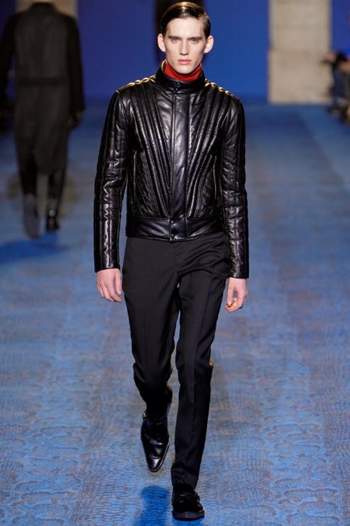 Versace FW2011 - 01.jpg