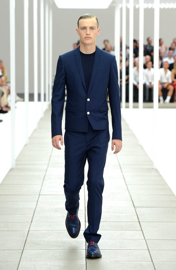 dior,dior homme,fashion designer,spring,summer,printemps,été,2013,men,women,hommes,femmes,luxe,luxury,icône,dior homme intense,hedi slimane,kriss van assche,raf simons,paris,avenue montaigne,costume,chemise,suit,shirt,rendez-vous,élégance,parisienne,masculin,black,tie,black tie,chic,business,bienvenue à gattaca,dressing,caban,trench,trenchcoat,marinière,made in france