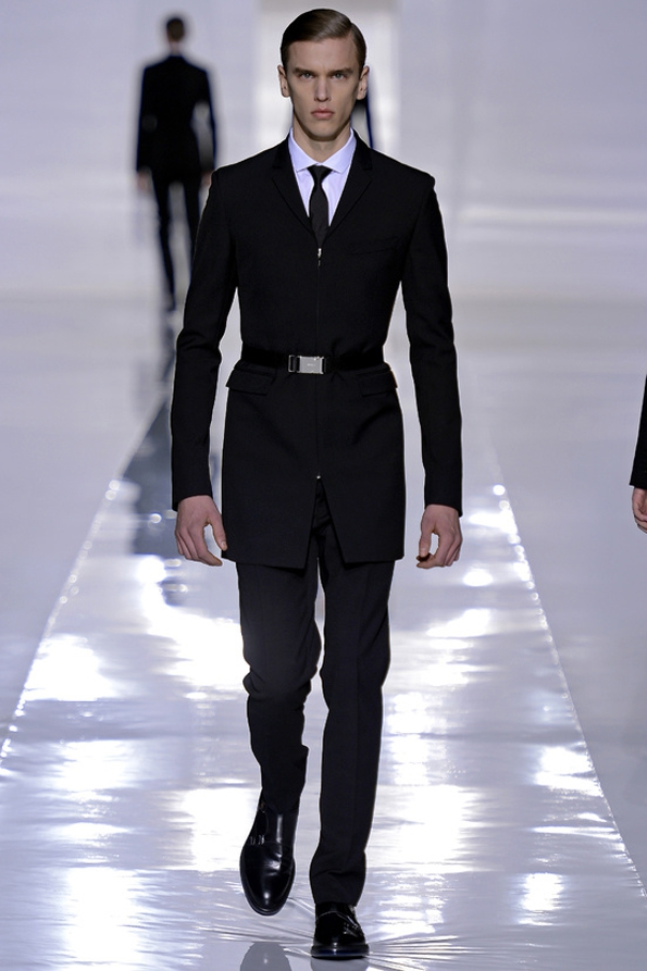 dior,dior homme,fashion designer,automne,hiver,fall,winter,2013,men,women,hommes,femmes,luxe,luxury,icône,dior homme intense,hedi slimane,kris van assche,raf simons,paris,avenue montaigne,costume,chemise,suit,shirt,rendez-vous,élégance,parisienne,masculin,black,tie,black tie,chic,business,bienvenue à gattaca,dressing,caban,trench,trenchcoat