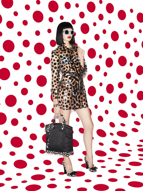 yayoi kusama,malletier,louis vuitton,lvmh,marc jacobs,fashion,mode,designer,art director,directeur artistique,luxe,luxury,collaboration,projet,artistique,photographie,sculpture,performance,peinture,painting,new-york,boutique,store,art contemporain,moma,dots,dot,points,point,fashion collection,dress,sunglasses,skirt,silk,shoes,heels,chaussures,robes,élégance,sexy,série limitée,édition limitée,limited,edition