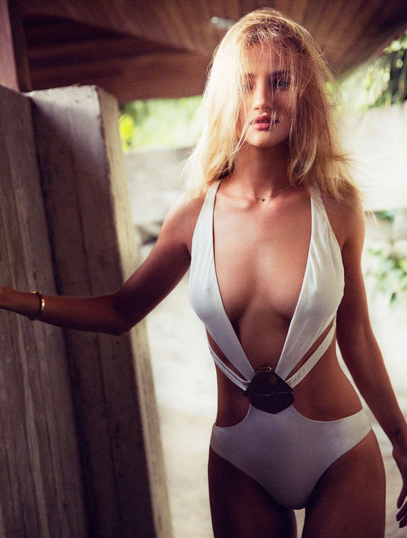 rosie huntington whiteley,simon emmett,esquire,esquire magazine,april 2015,fashion magazine,fille,girl,week-end,fashion,editorial,edito,mode,modèle,modeling,top model,fashion photographer,photographe de mode,photographe,photographer,luxe,luxury,élégance,sexy,nude,naked,arts,art,magazine de mode,série de mode,stylisme,tendances,trends,femmes,beach,sea,water,los angeles,tennis,fashion blogger,luxury blogger,blogger,blogueur,blog mode,blogueur mode,curator