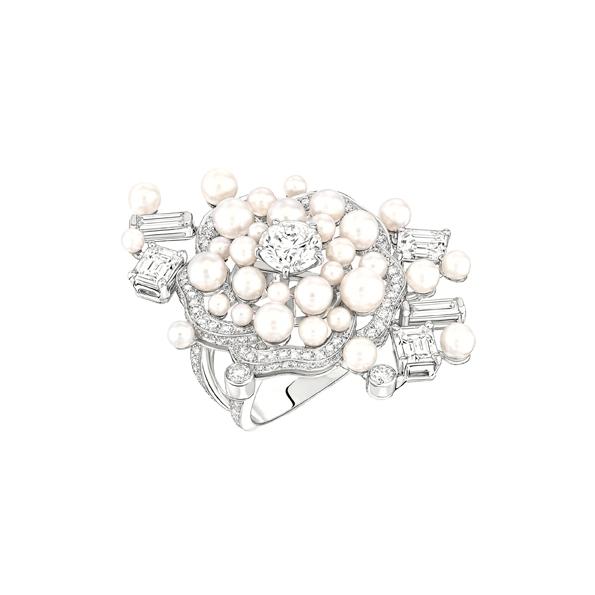 karl lagerfeld,chanel,chanel joaillerie,joaillerie,jewellery,jewelry,fine jewellery,fine jewelry,haute joaillerie,joaillier,diamant,diamond,diamants,diamonds,place vendôme,vendôme,direction artistique,fashion designer,luxe,luxury,coco chanel,gabrielle chanel,camélia,bague,ring,serre tête,headband,bracelet,earrings,perles de chanel,perles,perle,pearl