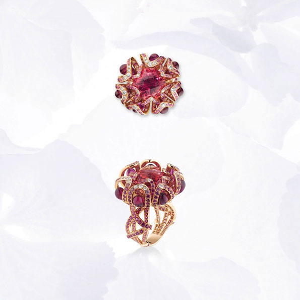 chaumet,hortensia,collection,boucles d'oreilles,bague,ring,cuff,necklace,collier,lvmh,luxe,joaillerie,jewelry,jewellery,diadème,tiare,couronne,diamant,diamonds,or,gold,white gold,or blanc,platine,place vendôme,paris,france,french,blog,magazine,saphirs bleus,tanzanites,lapis-lazuli,claire dévé-rakof
