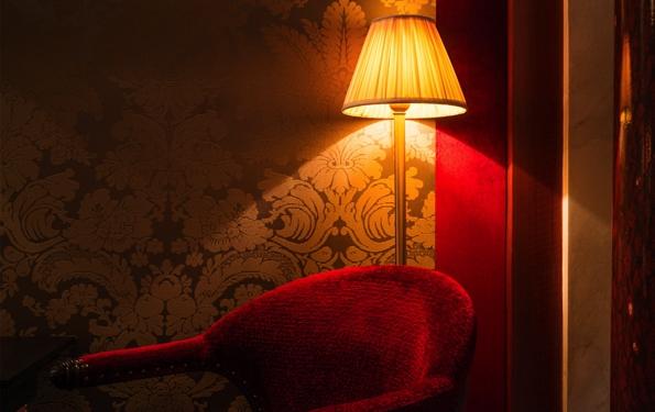 maison athénée,hôtel athénée,hôtel maison athénée,rue de caumartin,paris,boutique hôtel,4 étoiles,luxe,luxury,trends,tendances,opéra garnier,place vendôme,romantique,intime,jacques garcia,décoration,décorateur,fumoir,atmosphère,élégance,red bar,bar rouge,olympia