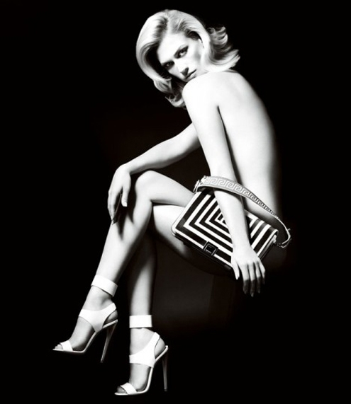 January-Jones-versace-handbag-468x540.jpg